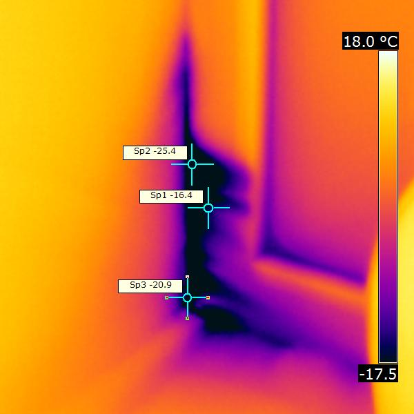 продувание и промерзание некачественно смонтированного оконного откоса